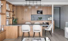 Tonos naturales, confort y simplicidad en una casa con vistas al mar