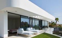 Casa Roma: una vivienda natural y moderna en la costa alicantina