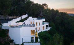 'Ca'n Rudayla': una oda lumínica en la isla de Ibiza