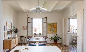 La reforma de un piso en L'Hospitalet de Llobregat que combina hogar y zona de trabajo