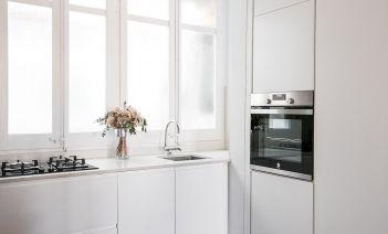 La reforma de baño y cocina en un piso de Gracia moderno y luminoso
