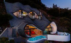 'La casa del Acantilado', una vivienda sostenible adaptada a la orografía