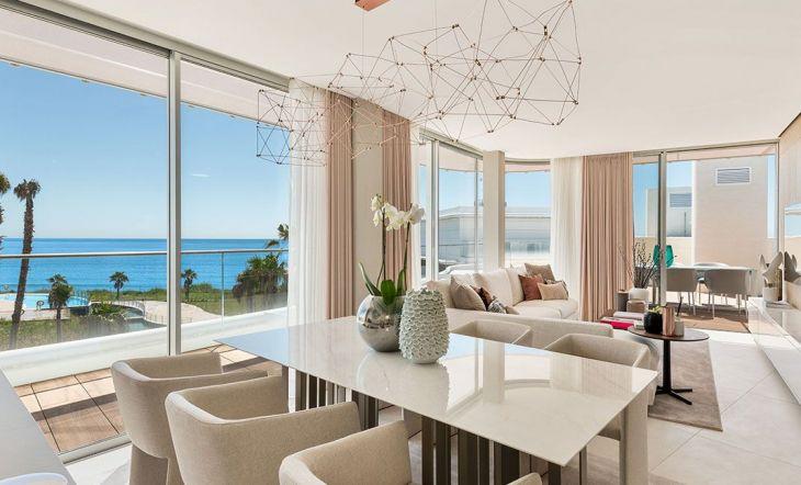 Mobiliario e interiorismo de lujo en un ático a primera línea del mar