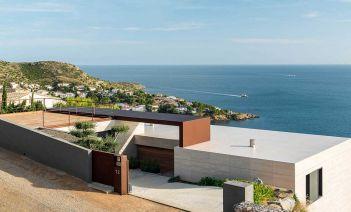 Una vivienda completamente abierta al mar en la bahía de Rosesl