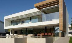 Casa Oroneta, una casa compacta y totalmente funcional