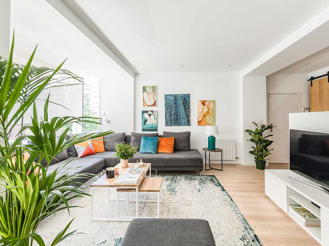 Atmósfera alegre, fresca y funcional en este dúplex familiar en Barcelona
