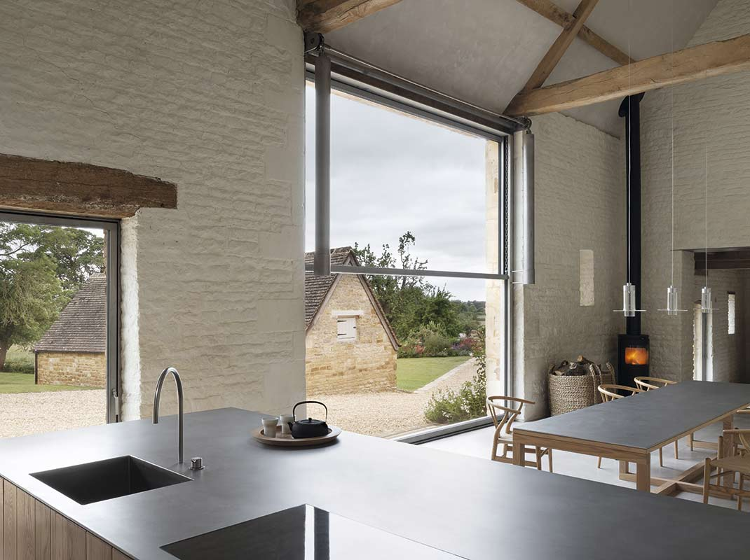 Una mirada a la cocina minimalista y rural de Catherine & John Pawson