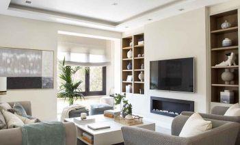 Líneas simples pero elegantes en la reforma de este piso situado en pleno Eixample