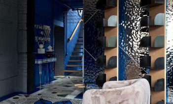 Interiorismo vibrante e irreverente en una residencia privada en Siberia