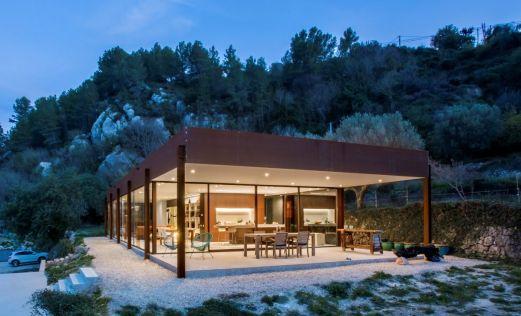 Conexión 360º con el exterior en una singular vivienda en Alicante