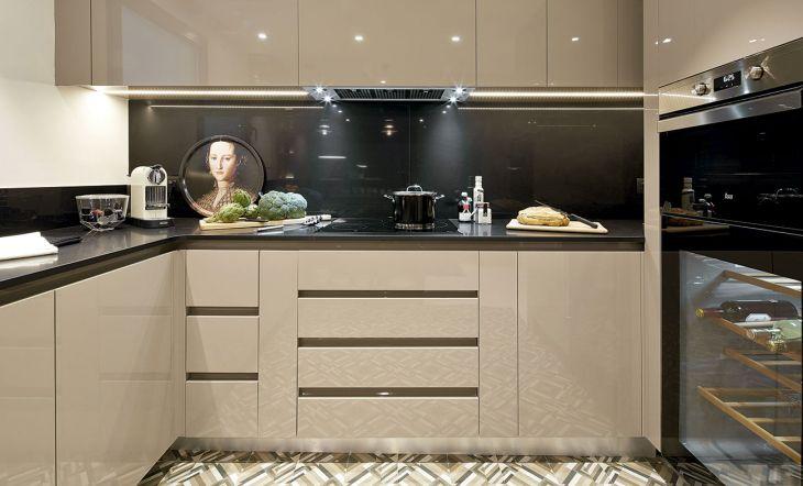 La cocina reformada por Molins Interiors