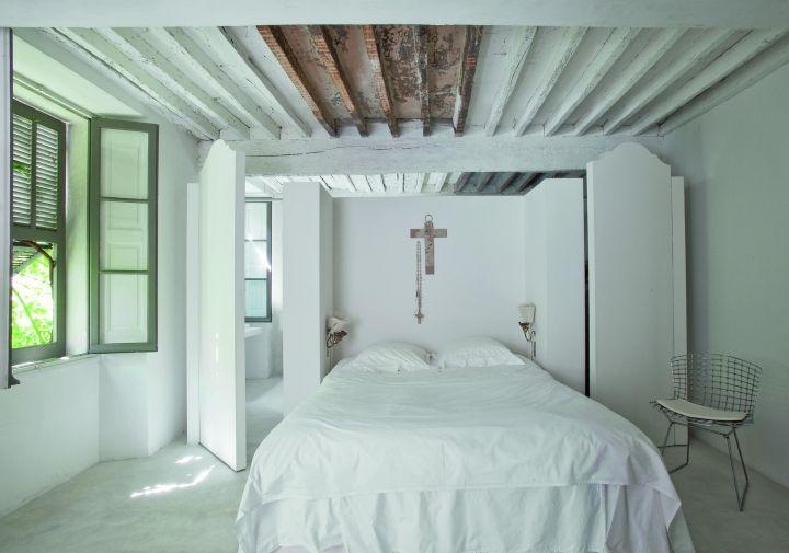 Dormitorio, casa en Vence, por Jacqueline Morabito.