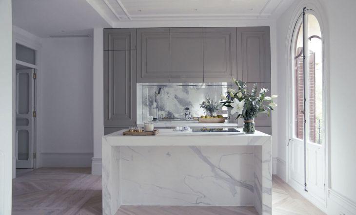 Una cocina tan sofisticada como funcional en uno de sus proyectos residenciales.