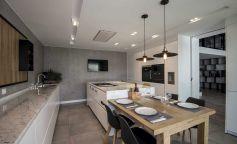 Cocinas blancas con Isla Diseño Santos y Clysa