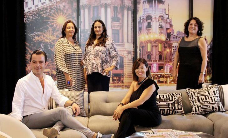 De izquierda a derecha: Manuel Espejo, interiorista;Susana Beltrán y Elena Ayuso, interioristas de La Californie;Raquel Simón, CEO de la Escuela Madrileña de Decoración; y Pilar Civis, directora de Interiores.