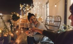 mujeres terraza vino