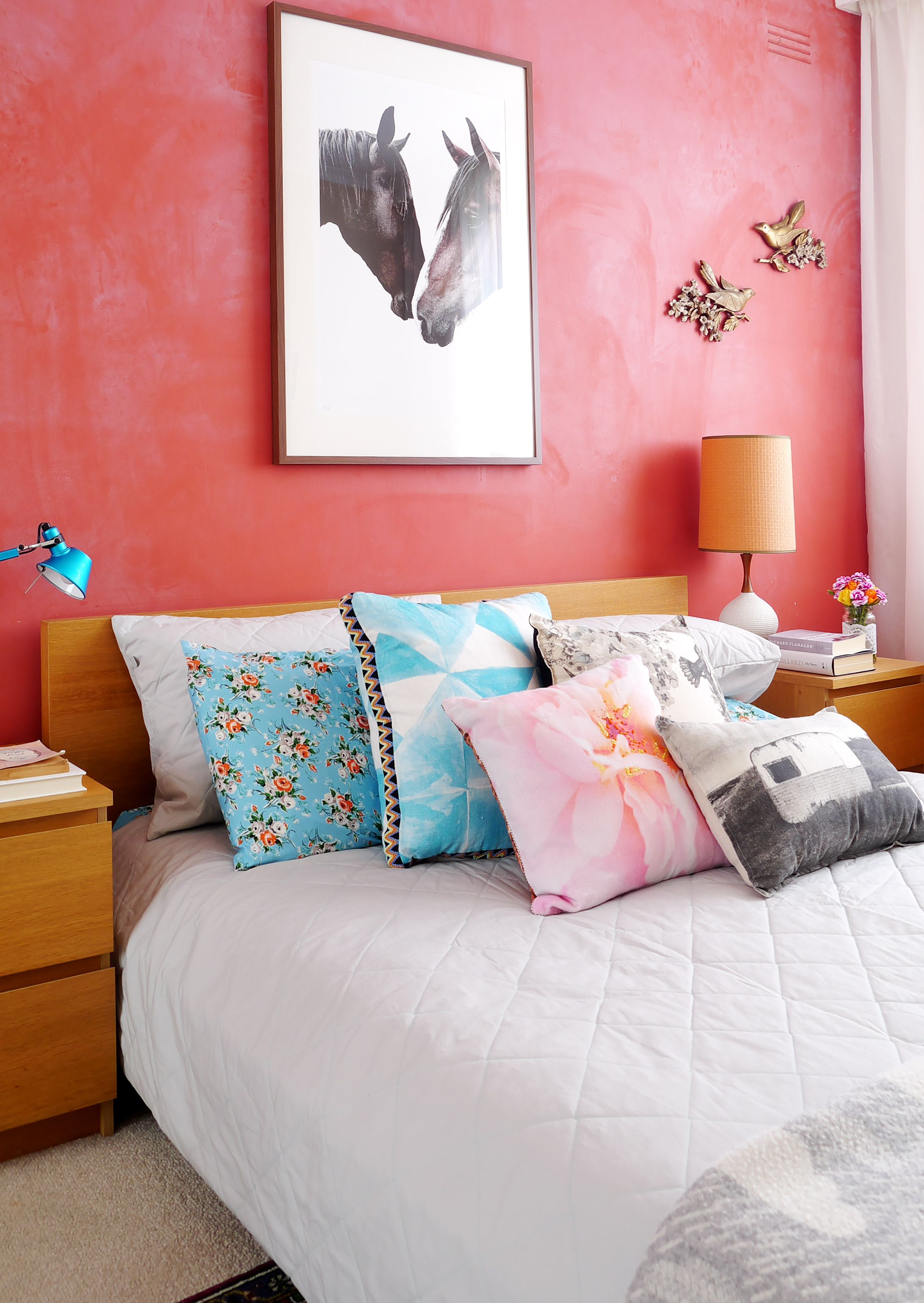 Color Pantone coral living