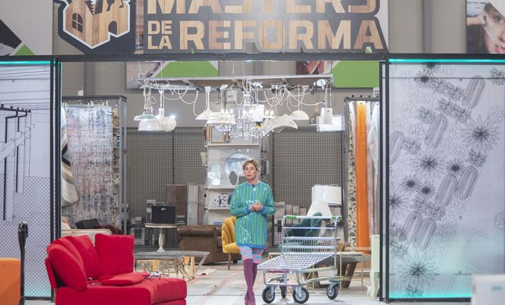 La diseñadora Ágatha Ruiz de la Prada en el plató de Masters de la reforma
