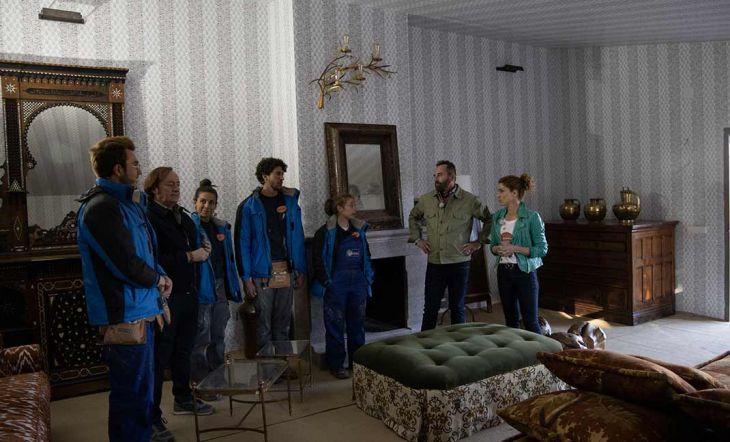 Los peones reciben la visita de sus familiares durante la reforma de la semifinal