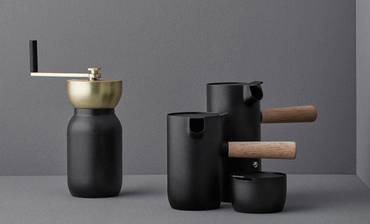 Colección Collar, creación de inspiración escandinava del estudio italiano Something Design para la firma danesa Stelton.  Visto en: Amara – Pinterest.es