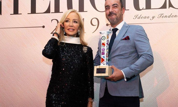 David Millón, director general de Villeroy&Boch Iberia, recogió de manos de Carmen Lomana el Premio al Mejor Showroom del año.