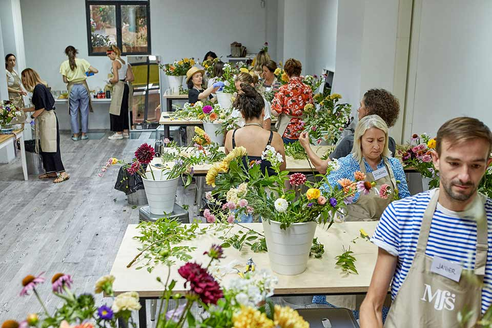 Taller con flores en Madrid Flower School