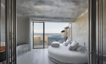El universo marino de Pau Llimona en el Hotel Llevant