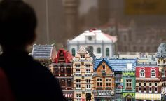 El universo de las míticas piezas Lego aterriza en Barcelona