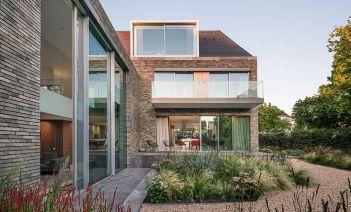 Una villa holandesa adaptada al estilo modernista del siglo XXI