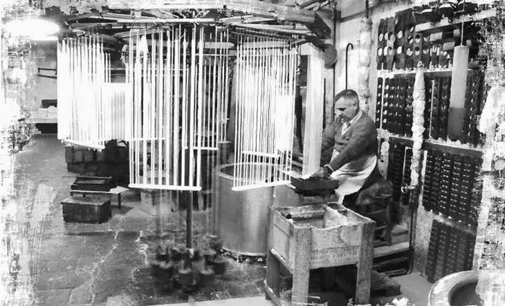 Foto histórica de la cerería familiar valenciana Vila Hermanos