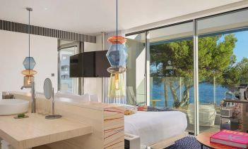 El nuevo W Ibiza abre las puertas de un hotel muy mediterráneo y bohemio