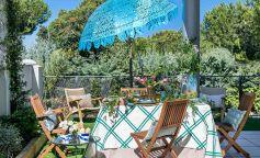 Dos mesas de verano diseñadas por el interiorista Raúl Martins
